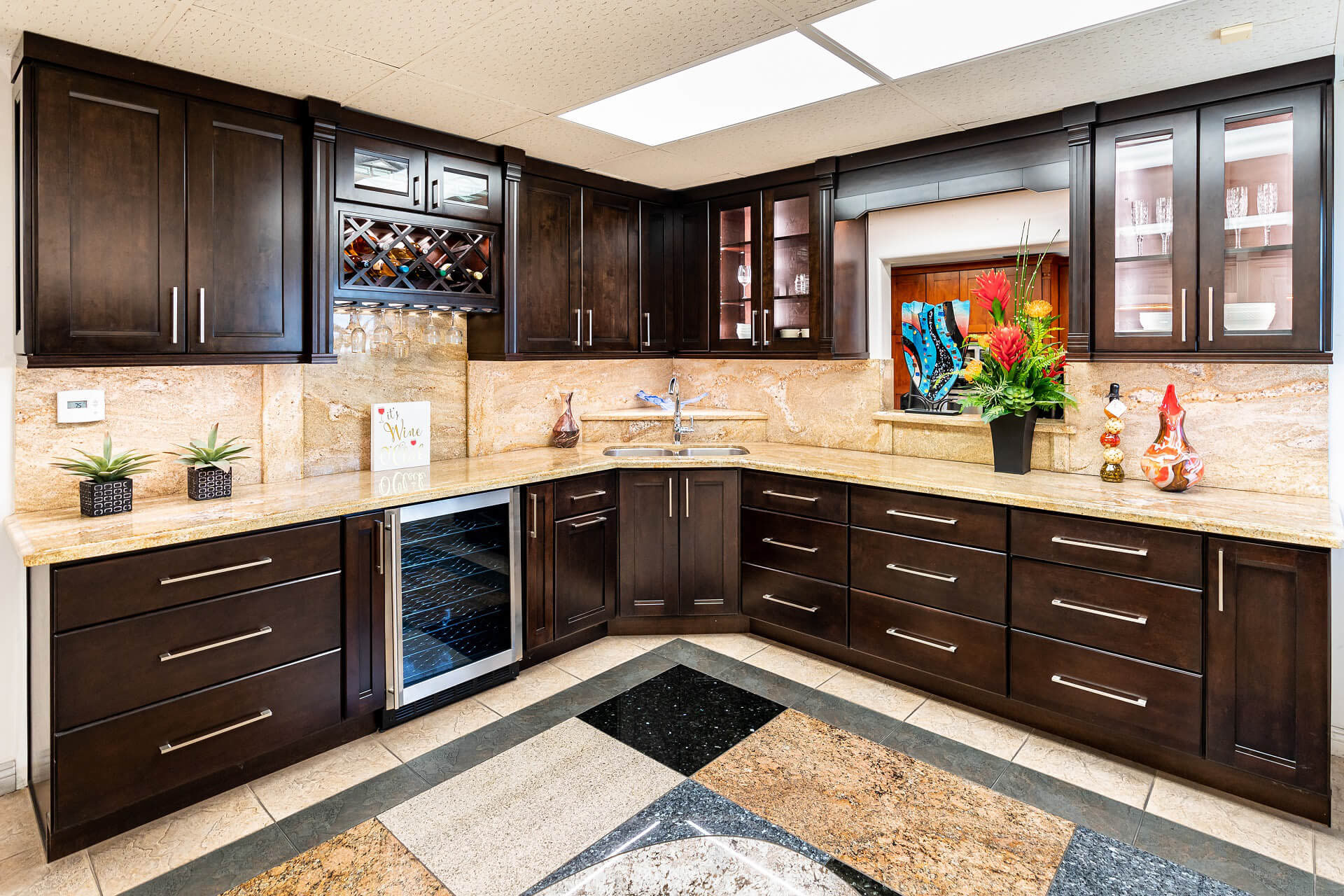 Modern kitchen cabinets in Lake Forest CA